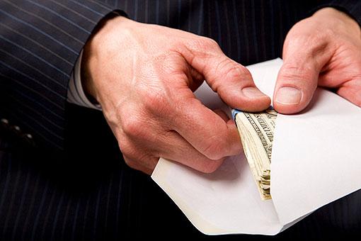 Руководитель управления Госпродпотребслужбы в Донецкой области вымогала деньги у местных бизнесменов