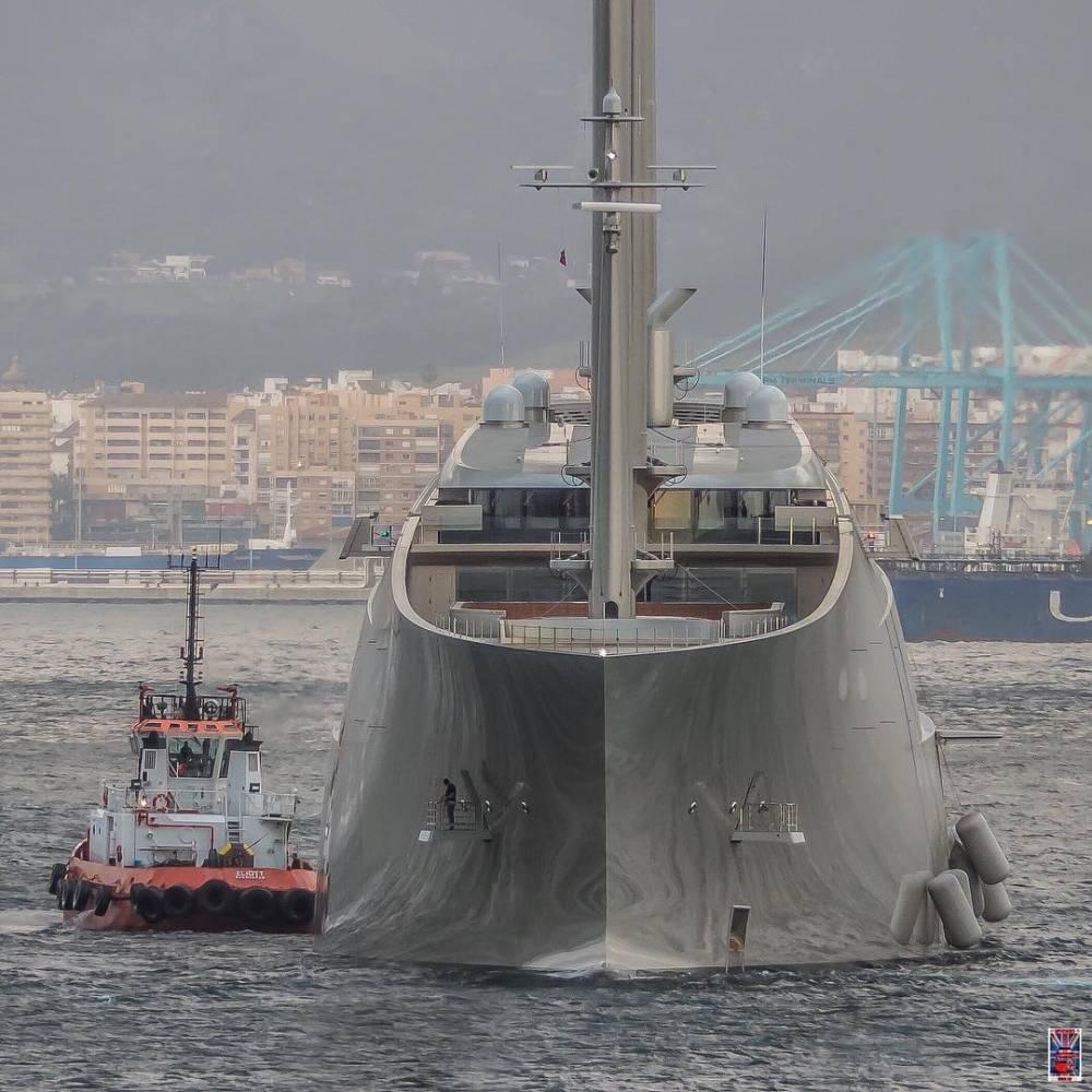 Суд арестовал крупнейшую в мире яхту российского миллиардера