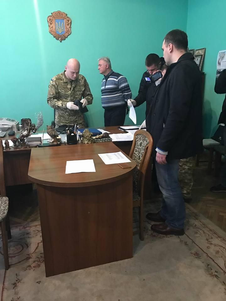 Жена главы Львовского СИЗО под Новый год купила дом и землю в пригороде