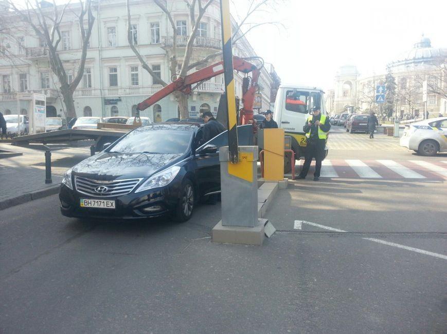 Депутата Одесского горсовета наказали за наглую парковку