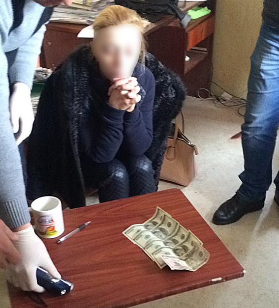 Главу коммунального предприятия Татарбунар оштрафовали за взятку в обуви