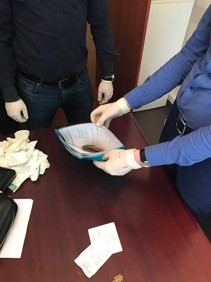 Глава отделения ФГИУ в Киевской области рискнул работой ради мелкой взятки