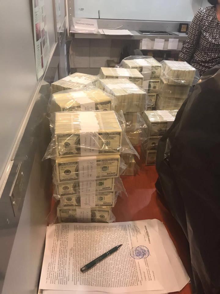 Идем на рекорд: чиновник Фонда гарантирования вкладов попался на взятке в пять миллионов долларов