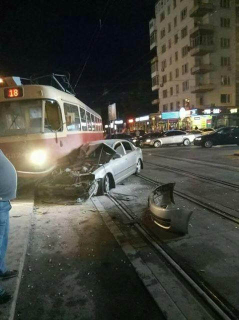 Нардеп Барна попал в жуткое ДТП с трамваем