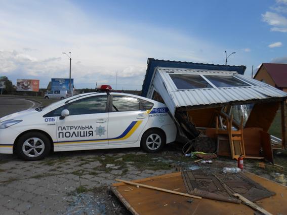 В Сарнах водитель снес пост полиции