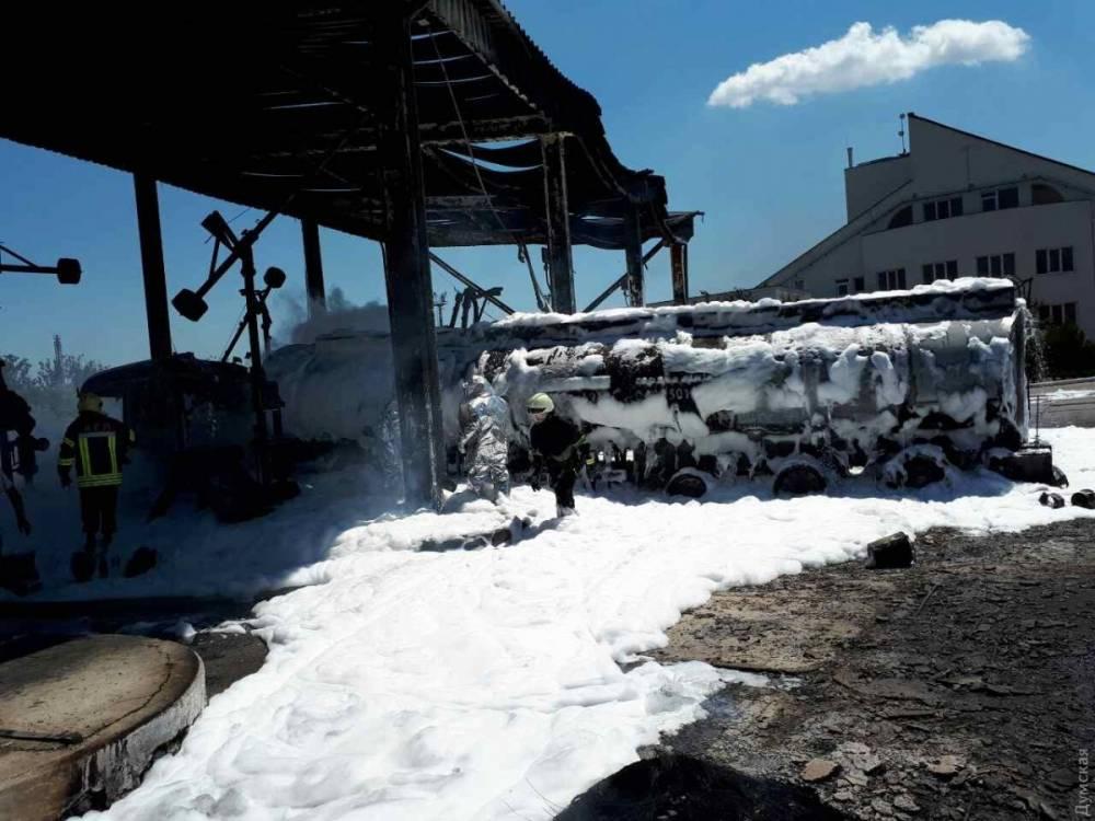 Под Одессой взорвался бензовоз: пострадали двое