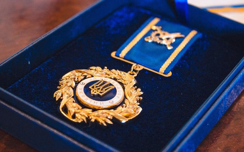Мэр Черноморска получил платную награду для работников сельского хозяйства