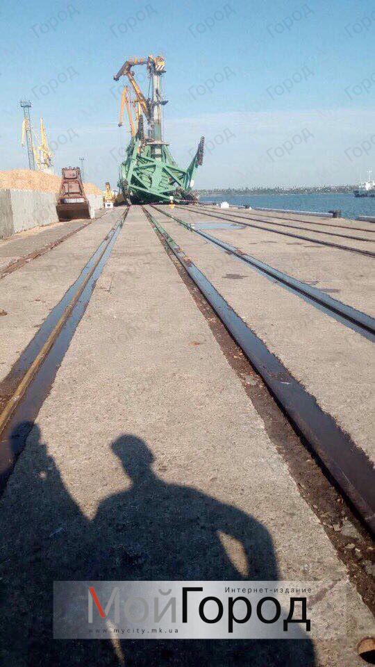 В порту «Ольвия» упало два крана