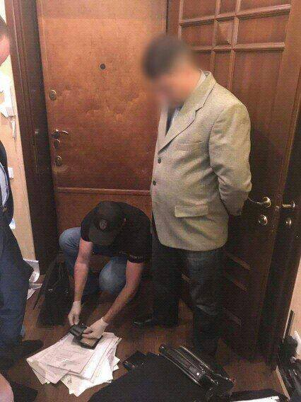 Место свободно: глава исполнительной службы Одесской области попался на взятке