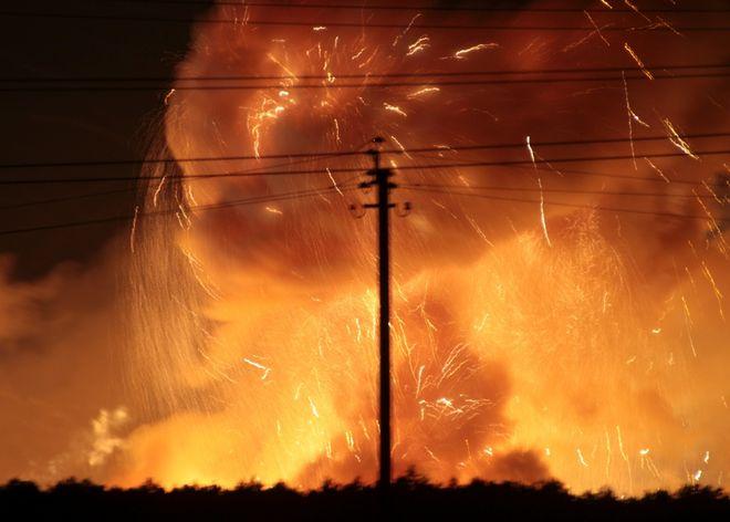 В Украине горит один из крупнейших военных складов оружия