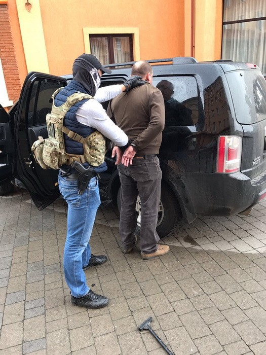 Начальник отделения налоговой в Черновицкой области просил взятку в миллион гривен