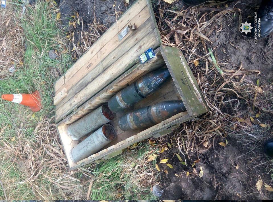 ВНиколаеве военные потеряли снаряды среди дороги