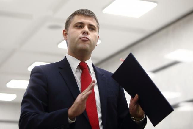 Отец скандального прокурора ГПУ одолжил у учителя 2 млн гривен на машину