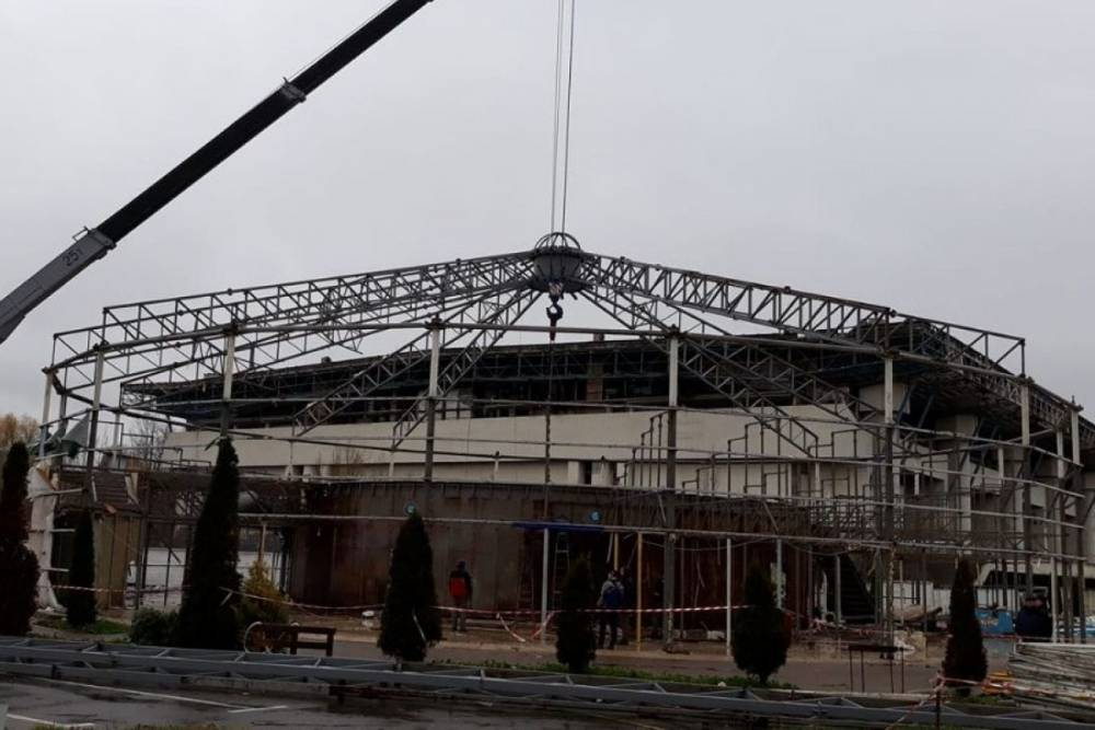 В Киеве демонтировали дельфинарий одесского депутата
