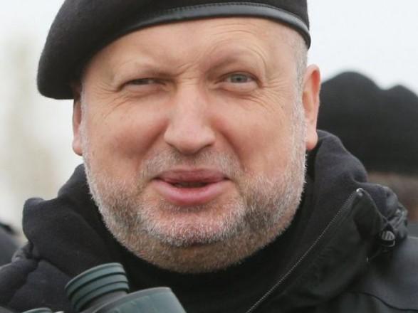 Турчинов создал свой милитари стиль одежды чиновника
