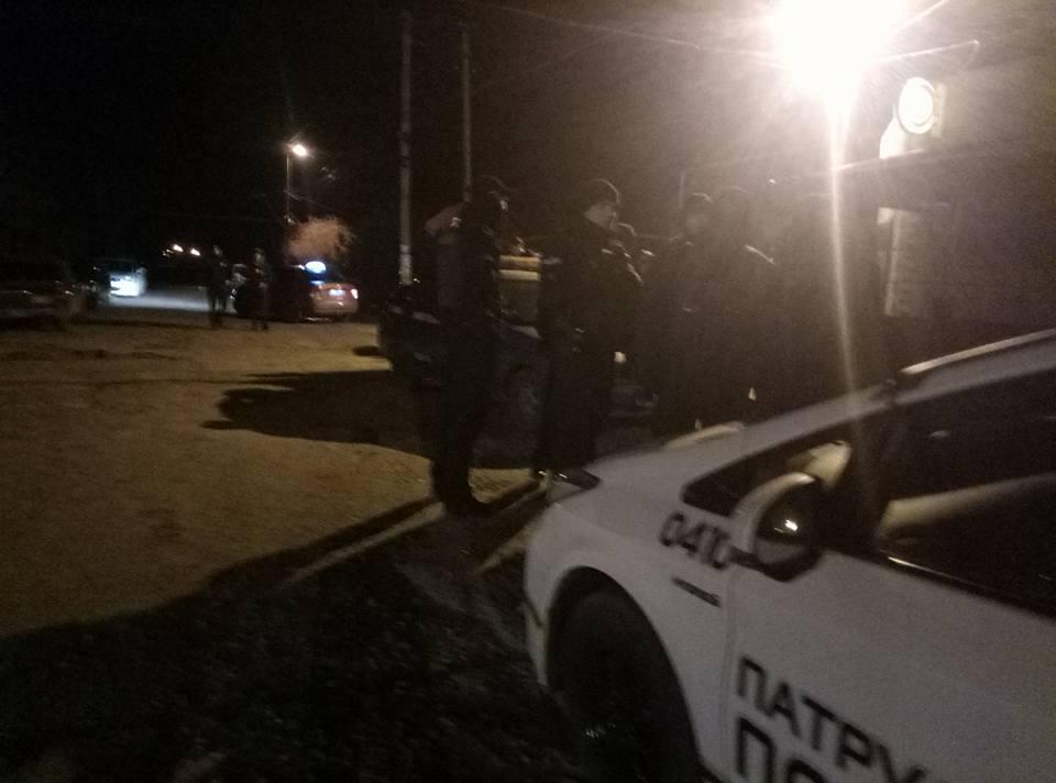 В курортном одесском поселке полицейский случайно ранил сослуживца