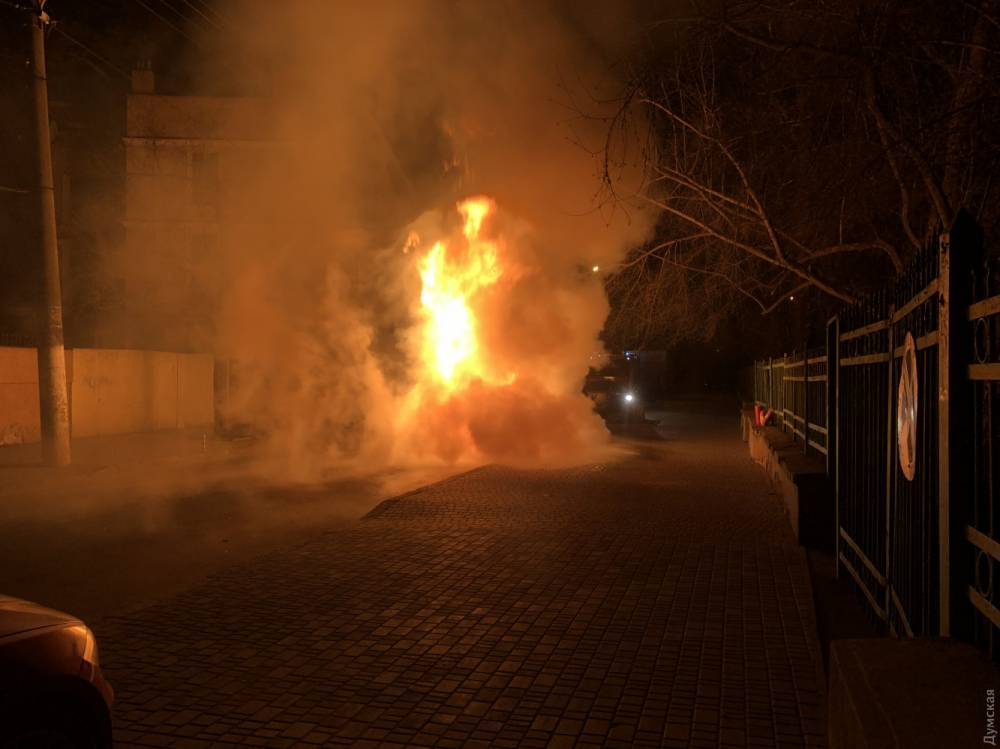 Внедорожник депутата Одесского горсовета сгорел из-за неисправности