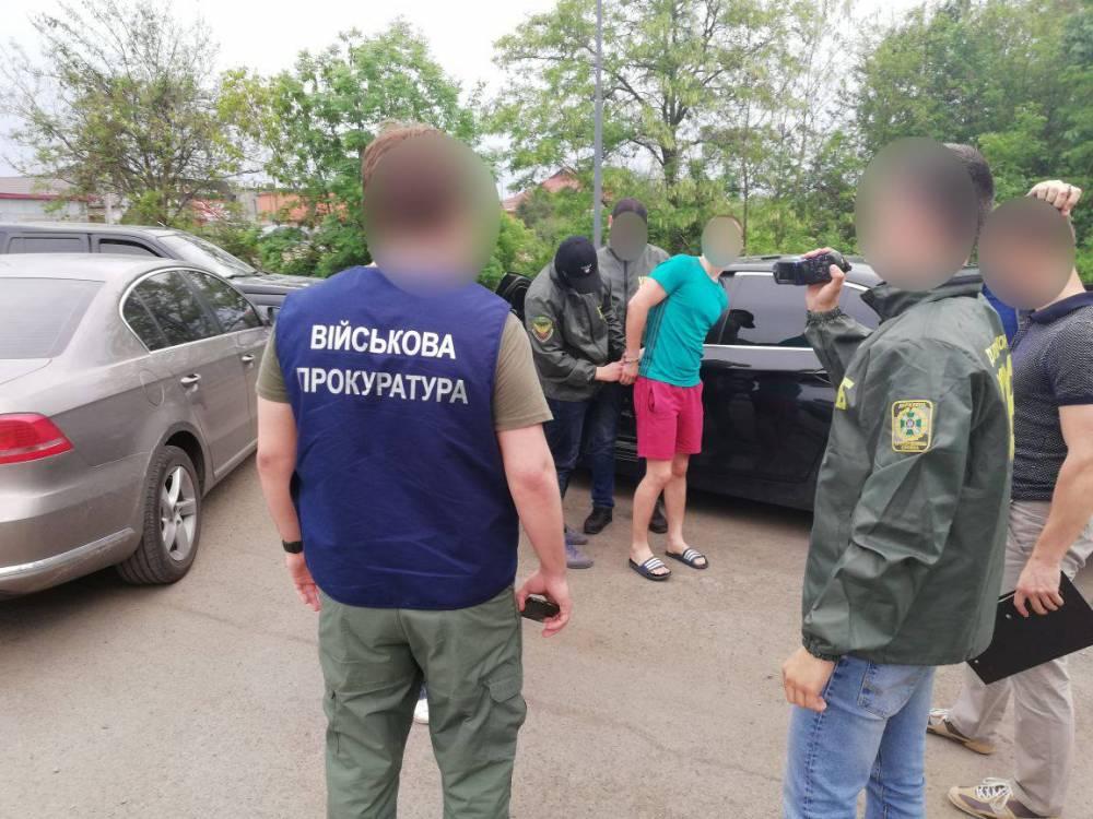 Украинец предложил крупную взятку за провоз контрабандных сигарет