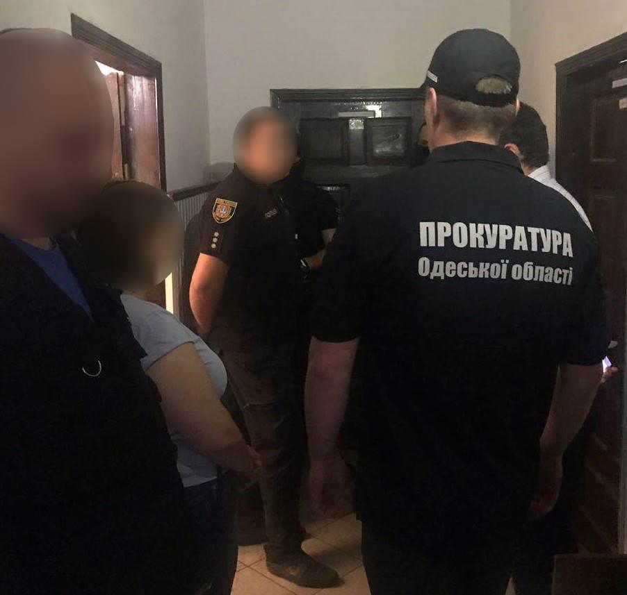 В Сарате полицейский получил взятку от наркодилера
