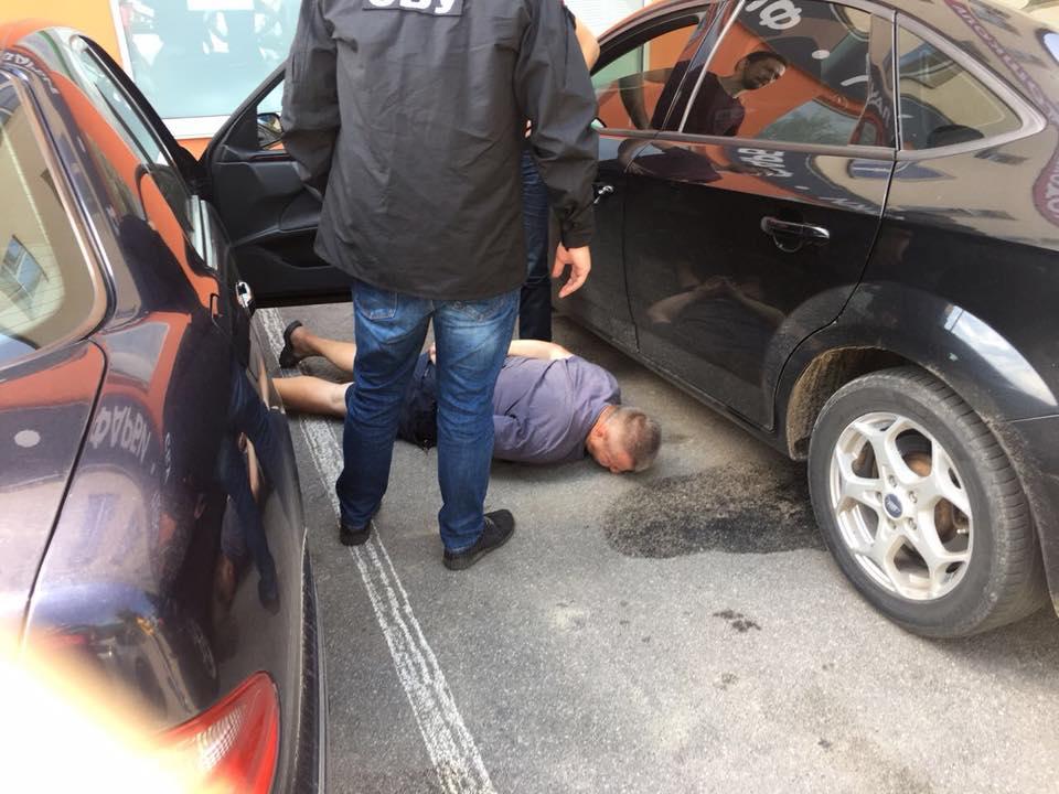 В Жмеринке прокурор научил своего водителя брать взятки