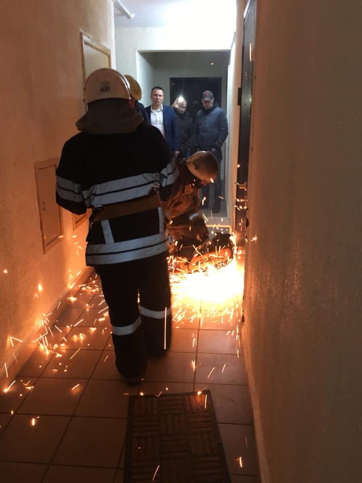 Главе Госрезерва все-таки вручили подозрение: дверь пилили «болгаркой»
