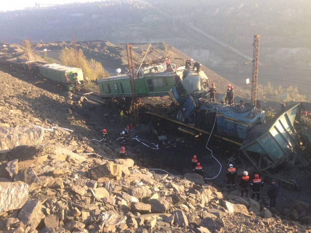 В карьере под Кривым Рогом столкнулось два локомотива
