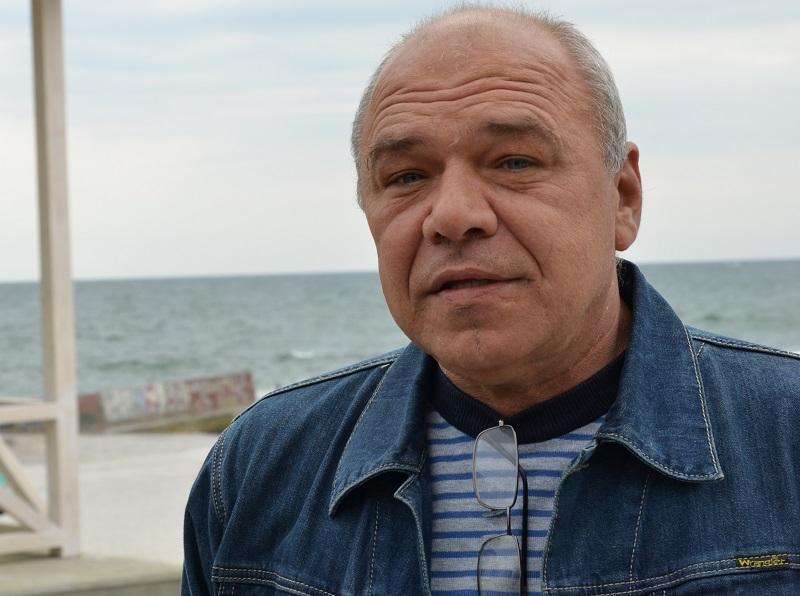 «Смотрящий» за пляжами Одессы отдавал коммунальные подряды фирмам жены и подчиненных