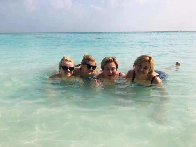 Отдых не по карману: чиновники из Бучи с низкой зарплатой отдыхают на Мальдивах