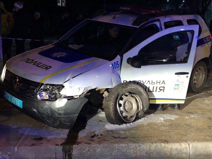 В Измаиле водитель протаранил полицейскую машину: сотрудники в больнице