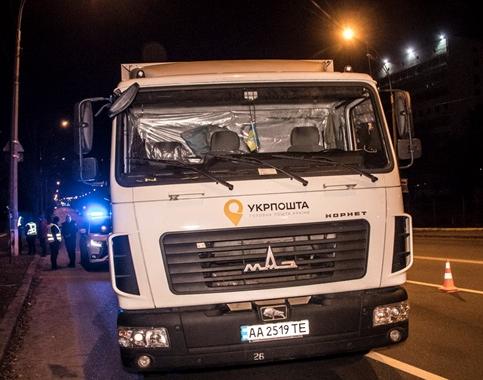 В Киеве грузовик «Укрпочты» попал в ДТП с полицией