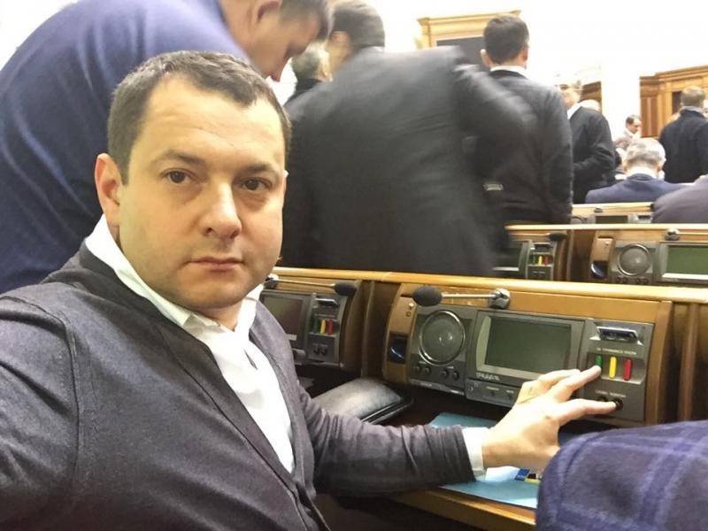Депутат от БПП оформил «вертолетную площадку Януковича» на свою мать