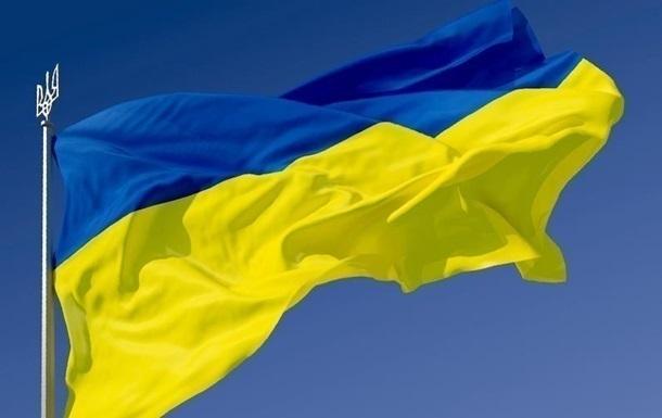 Украинца, который вытер ноги государственным флагом, оштрафовали на 850 гривен