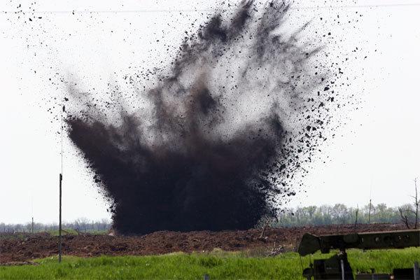 В Донецкой области при взрыве погиб мины погиб сапер и ранены трое полицейских