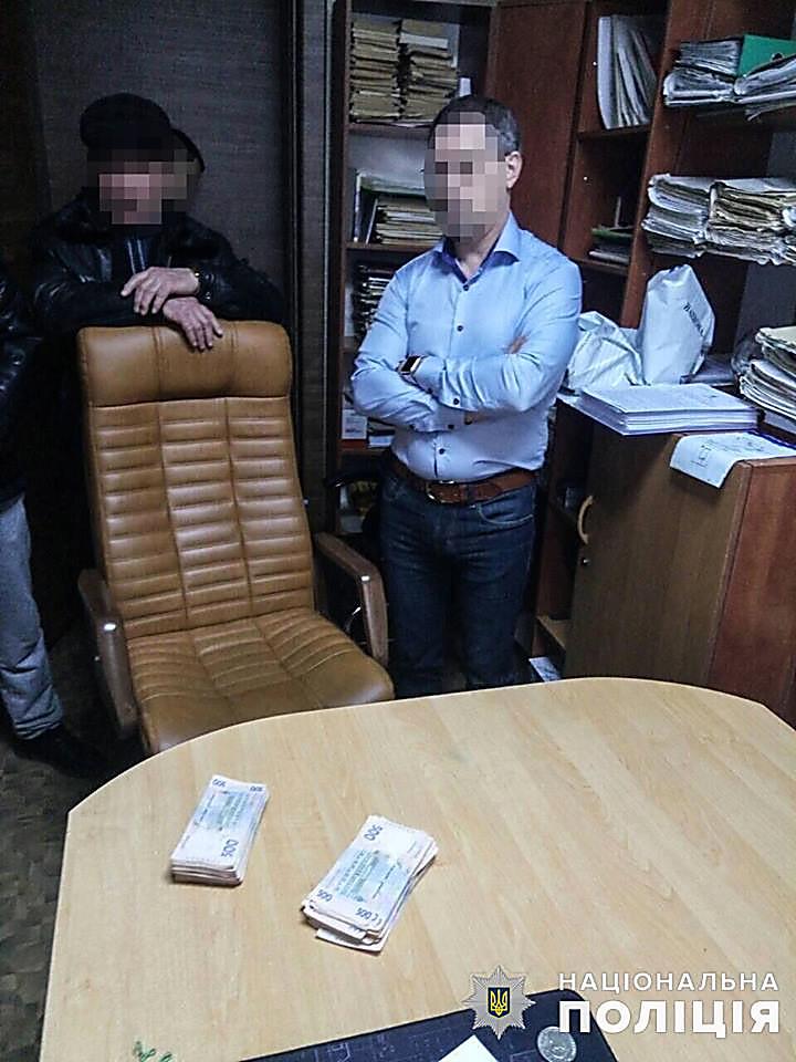 В Вознесенске коммунальщик затребовал 100 тысяч гривен за установку рекламных бордов