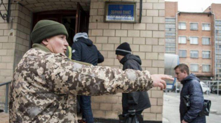 Специалист Каховского военкомата заплатит штраф за вымогательство взятки
