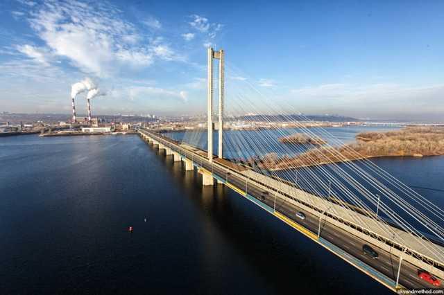 Вблизи Южного моста в Киеве незаконно намыли более 180 тысяч тонн песка
