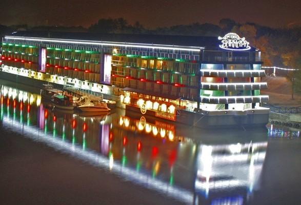 В Украине продают крупнейший отель на воде