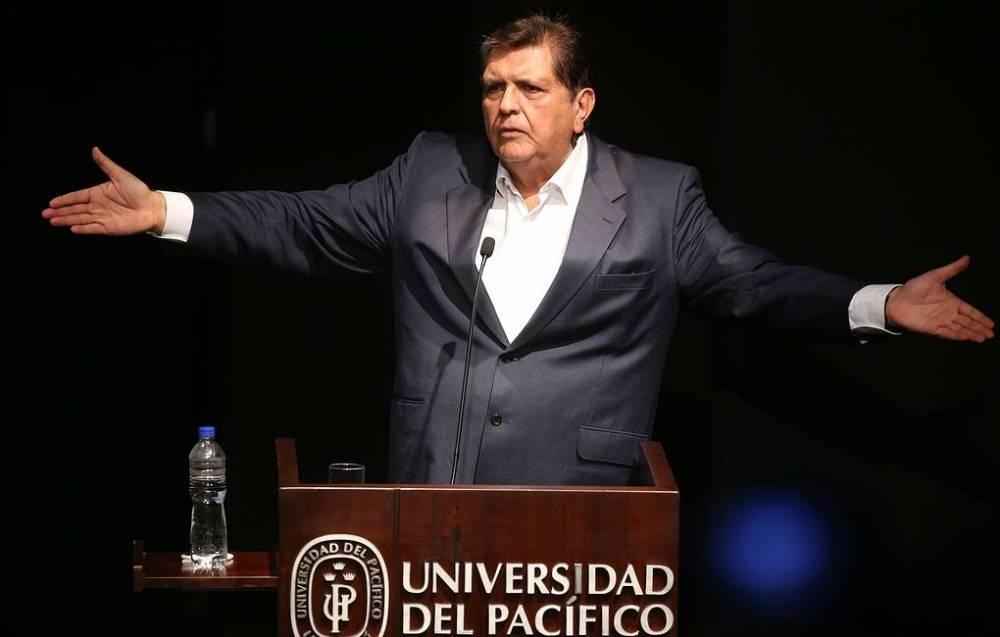 Экс-президент Перу застрелился во время ареста