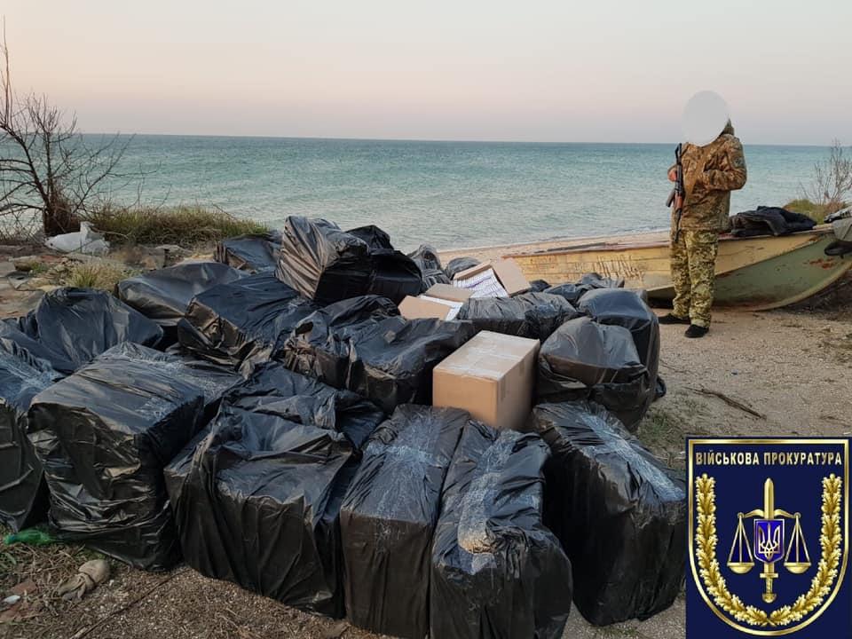 Украинские пограничники помогали контрабанде сигарет через Азовское море