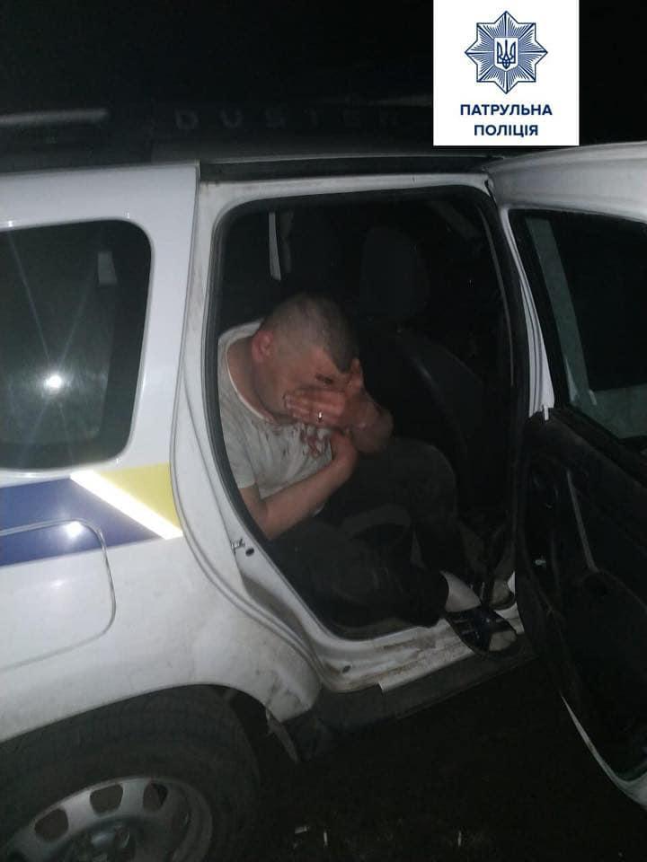 В Славянске пьяный водитель сбил патрульного и провез его на капоте