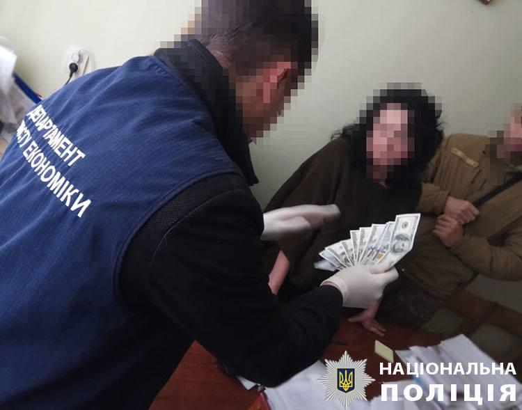 Чиновник Бориславского горсовета за взятку обещал помочь открыть заправку
