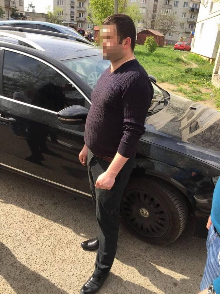 Стрыйского полицейского разоблачили на взятке