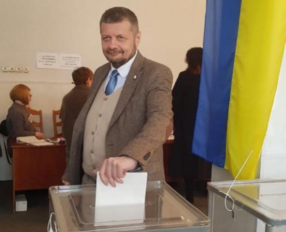 На нардепа Мосийчука оформили протокол за показ заполненного бюллетеня