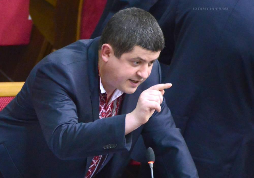 Родственники лидера «Народного Фронта» Бурбака получили российские паспорта в Крыму