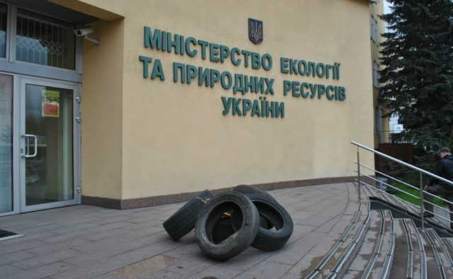 Из сейфа топ-чиновника Минэкологии изъяли 200 тысяч долларов
