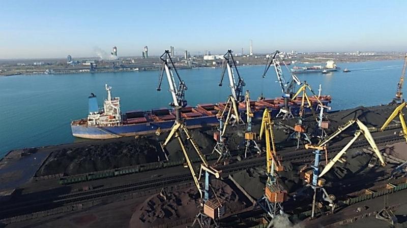 Конфликт интересов: директор порта «Южный» работает вместе с родственниками
