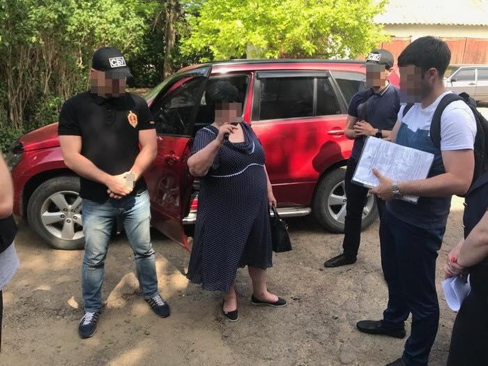 В Саратском районе глава сельсовета получила взятку в 10 тысяч долларов