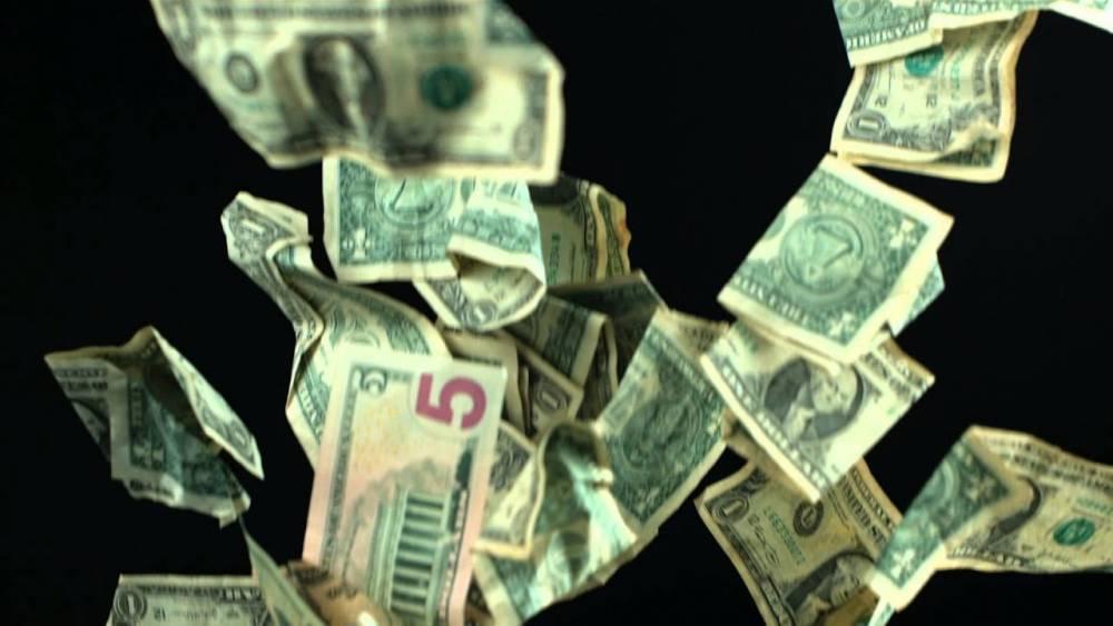 В Киеве при обыске квартиры сотрудник «Укргаздобычи» выкинул 150 тысяч долларов из окна