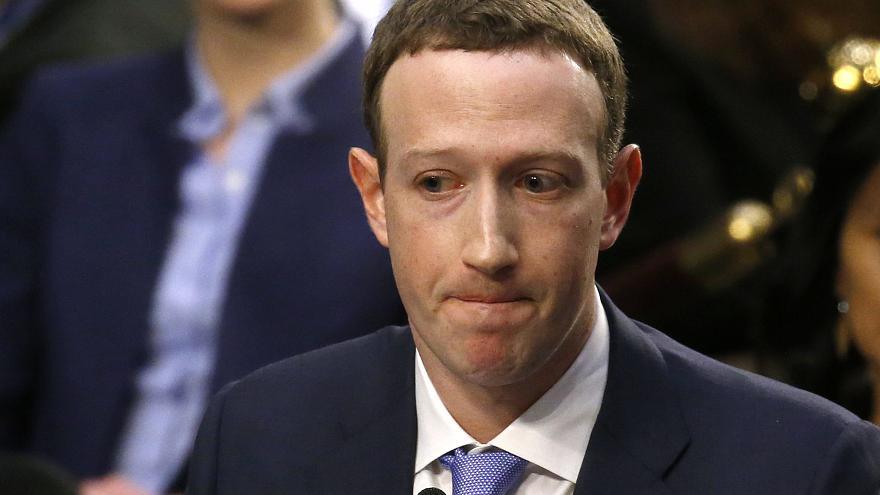 Акционеры Facebook проголосовали за отставку Цукерберга