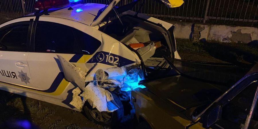 В Черноморске водитель врезался в авто патрульных: пострадал полицейский
